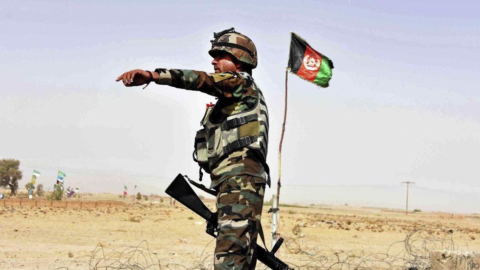 Att sluta bistå med militär hjälp till Afghanistan underlättar knappast för freden, skriver Johanne Hildebrandt. På bilden: afghansk soldat i Kandaharprovinsen.