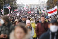Demonstranter protesterar mot den belarusiska regimen på söndagen.