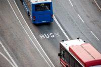 Det är fortsatt trångt på SL:s bussar, vilket går tvärtemot Folkhälsomyndighetens rekommendation.