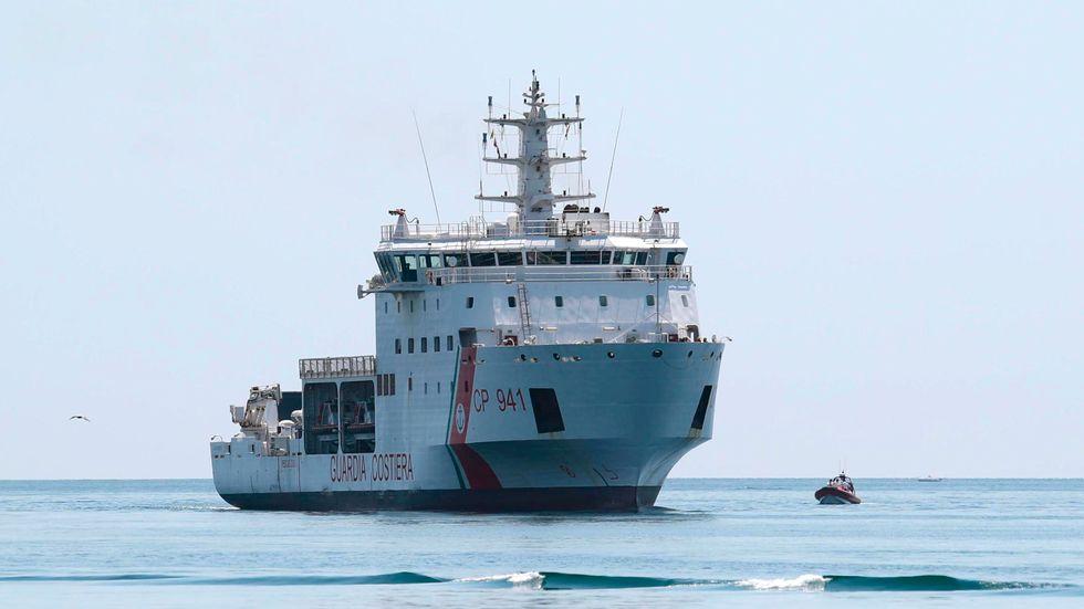 Runt 170 migranter plockades upp av den italienska kustbevakningens fartyg Diciotti förra veckan. Här Diciotti tidigare i år. Arkivbild.