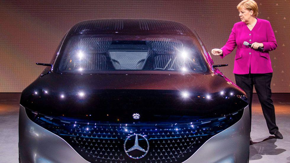 Efter en trög start är det mängder av nya elbilar på väg ut på marknaden de kommande åren. Förbundskansler Angela Merkel fick nyligen se nya elkonceptbilen Mercedes EQS.