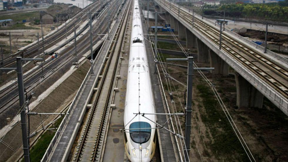 Ett höghastighetståg på sträckan mellan Shanghai och Peking i Kina.