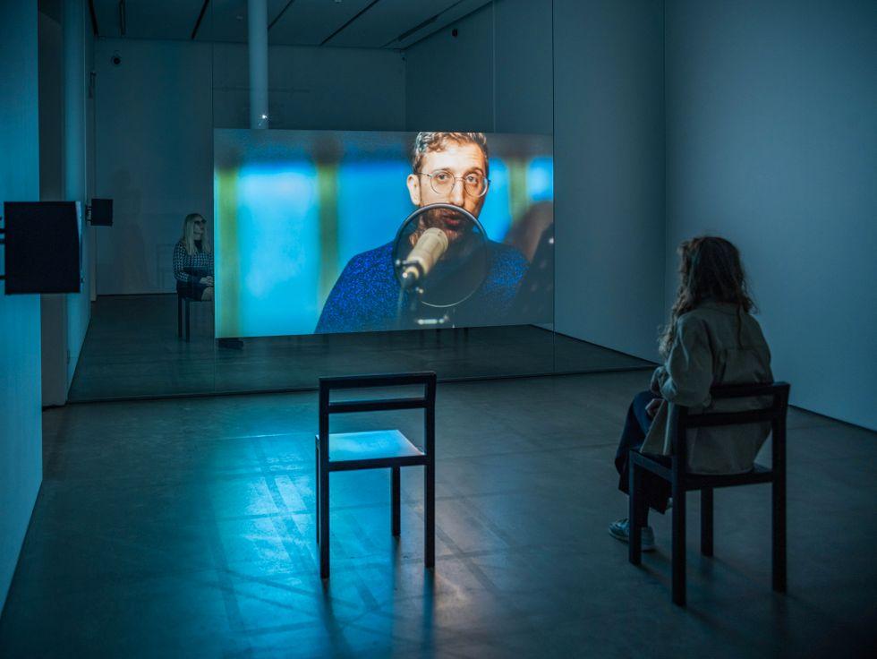 "Lawrence Abu Hamdan, ""Walled unwalled"", video, 2018. Installationsvy på Bonniers konsthall."