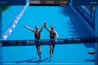 Georgia Taylor-Brown och Jessica Learmonth diskvalificerades efter att ha korsat mållinjen hand i hand.