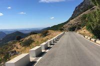Cykling på vackra vägar utanför San Pedro.