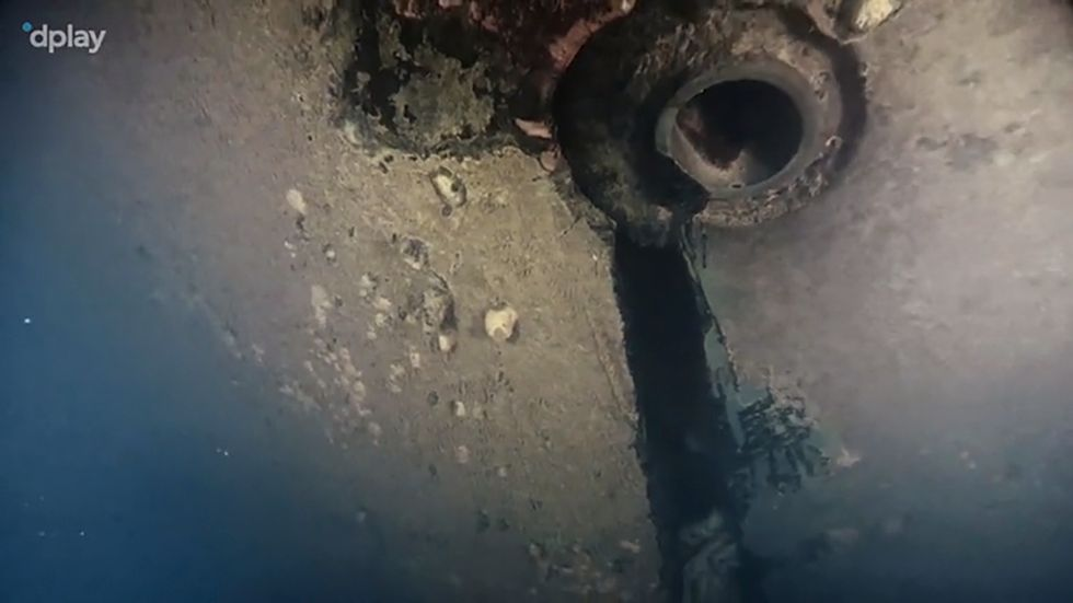 Bild ur ny dokumentärserie på ett hål i skrovet på Estonia, som sjönk 1994. Bilden är tagen av en dykrobot.