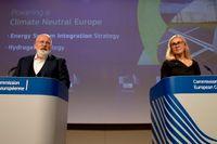 EU-kommissionens klimatgeneral Frans Timmermans och energikommissionären Kadri Simson presenterar förslaget om skärpta klimatmål i EU till år 2030.