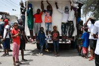 """Ungdomar och medlemmar i gänget """"G9"""" vid en manifestation till ära av Haitis mördade president Jovonel Moise i juli. Arkivbild."""