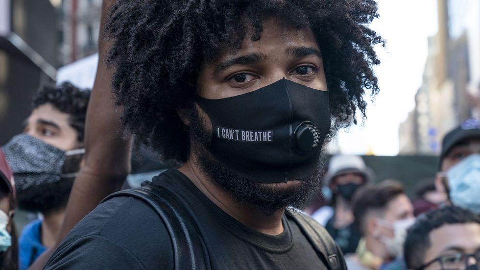 """""""I can't breathe."""" Deltagare i en demonstration i New York under helgen mot polisvåldet."""