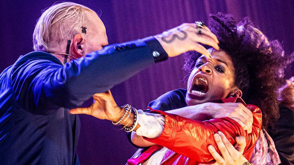 Fredrik Lycke och Angelika Prick spelar i Tolvskillingsoperan.
