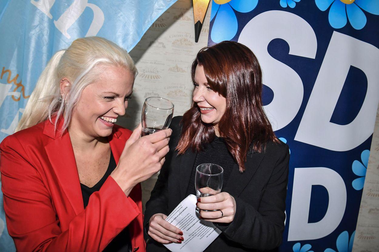 Louise Erixon (SD) tillsammans med vännen Emilie Pilthammar (M).