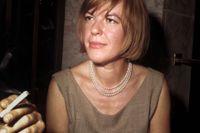 Ingeborg Bachmann (1926–1973) var född i Österrike. Hon skrev poesi, noveller och en roman. Bachmann disputerade i filosofi 1950 med en avhandling om Martin Heidegger.