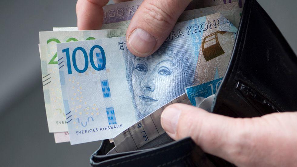 Många kommer ha mer pengar att röra sig med nästa år på bland annat på grund av reallöneökningar och skattesänkningar. Arkivbild.