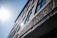 En man åtalas i Malmö tingsrätt för 27 olika sexualbrott mot närstående barn. Arkivbild.