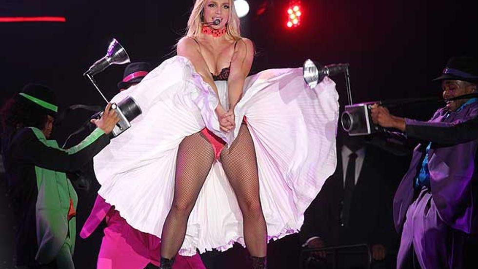 Britney Spears har blivit ett spöke av sitt forna jag,skriver recensenten efter konserten i Malmö. Bidlen är från ett tidigare uppträdande under Europarturnén.