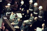 Hermann Göring (1893–1946), Rudolf Hess (1894–1987), Joachim von Ribbentrop (1893–1946) och Wilhelm Keitel (1882–1946) under rättegångarna i Nürnberg 1945–46.