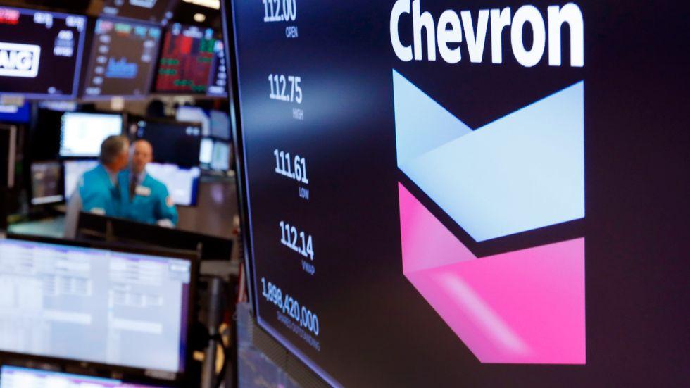 Chevron sällar sig till de oljejättar som tvingats skriva ned värdet på tillgångar med mångmiljardbelopp. Arkivbild.