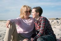 """Julianne Moore och Ellen Page i """"Freeheld""""."""