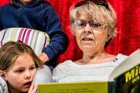 Föreningen Allas barnbarn är en grupp pensionärer som samarbetar med förskolor och läser regelbundet för förskolebarn.
