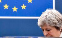 Storbritanniens premiärminister Theresa May syns lämna ett möte i Bryssel i fjol. När landet lämnar EU kan det bli huggsexa om deras 73 stolar i EU-parlamentet.