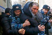 Journalisten och bloggaren Sergej Parkhomenko grips efter att ha deltagit i en protest mot president Vladimir Putin.
