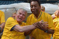 Agne Simonsson och Pelé. Arkivbild.
