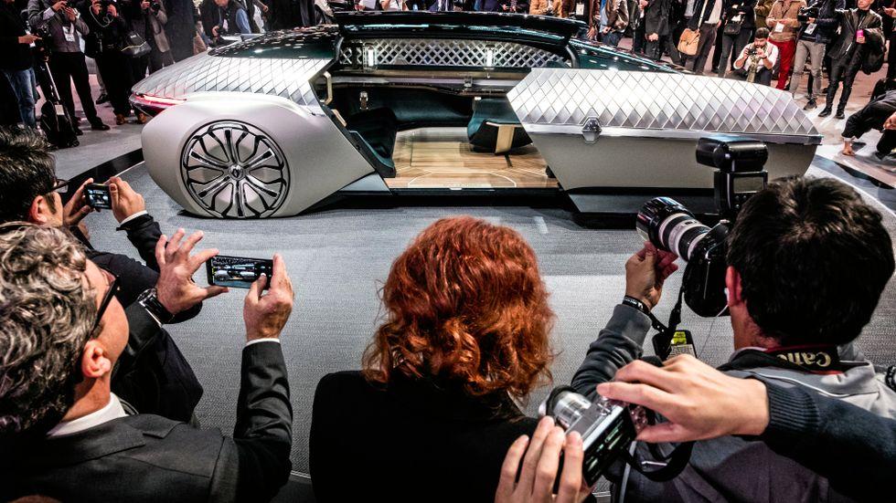 Det finns många idéer om hur de självkörande bilarna ska bli. På bilsalongen i Paris visade Renault upp en självkörande limmopod.