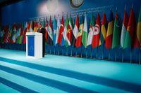 Nya Zeelands utrikesminister Winston Peters under ett möte med Islamiska konferensorganisationen (IKO) i Istanbul. IKO kräver åtgärder mot islamofobiskt våld efter attackerna i Nya Zeeland.