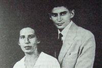 Felice Bauer och Franz Kafka bröt sin första förlovning i augusti 1914 men förlovade sig igen 1917. Även denna förlovning bröts några månader senare.