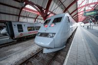 Platsbegränsningen på bland annat SJ:s X2000 tåg kan komma att gälla även över sommaren. Arkivbild.