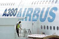 Den europeiska flygplanstillverkaren Airbus stänger fabriker i Spanien och Frankrike för att anpassa verksamheten till nya riktlinjer vad gäller smittspridning. Arkivbild