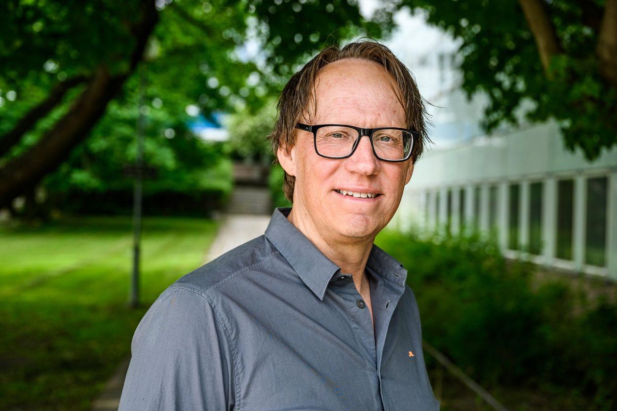 Dan-Olof Rooth är professor i nationalekonomi vid Institutet för social forskning (SOFI) vid Stockholms universitet och forskar om arbetsmarknaden.