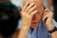 Ja, hallå? USA:s nye president Joe Biden har talat i telefon med tolv världsledare sedan han tillträdde, men låter flera av landets nära allierade vänta. Arkivbild, tagen vid ett mindre formellt samtal i juli 2019.