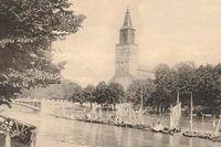 Åbo domkyrka vid Aura å vid sekelskiftet 1900. Vykort från sekelskiftet 1900.