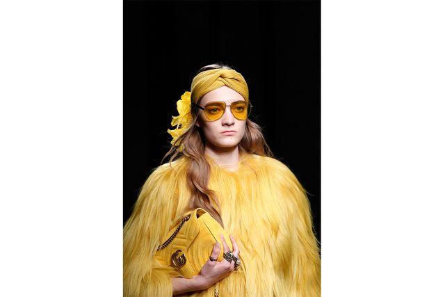 Guccis Resort 2017 visade upp gult tonade solglasögon.