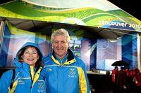 Glada miner under Vancouver-OS: Idrottsminister Lena Adelsohn Liljeroth och SOK-basen Stefan Lindeberg.