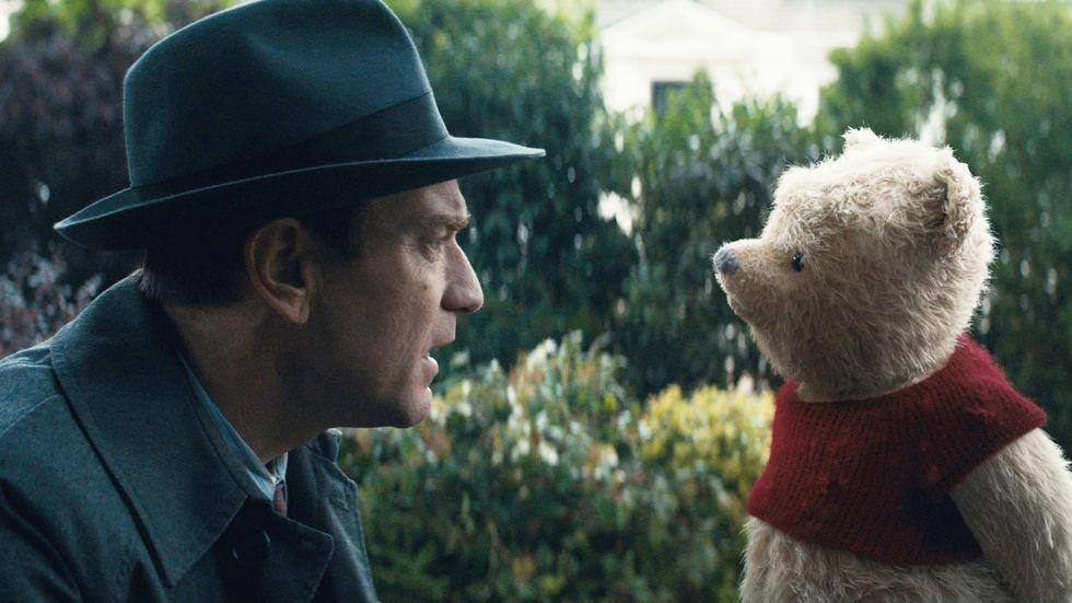 Ewan McGregor som den vuxne Christoffer Robin, en fantasilös strateg som planerar för livet snarare än lever det.