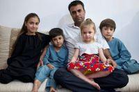 Han jobbade som tolk i flera år åt svenska styrkan i Afghanistan – men blev kvar i landet efter talibanernas maktövertagande. Amin Hussein oroar sig mest för barnen.