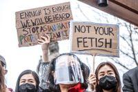 """""""Stop asian hate""""-protester i Atlanta, Georgia, efter en 21-årig man sköt ihjäl åtta personer – de flesta med asiatiskt ursprung."""