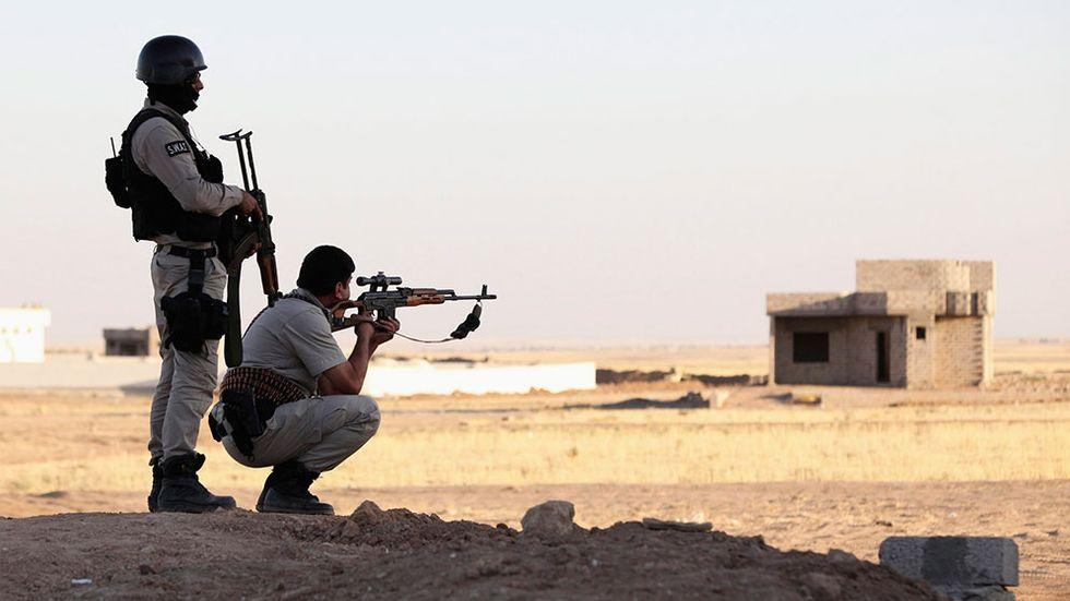 Kurdiska peshmerga-soldater har posterats ut för att möta hotet från gruppen Islamiska staten i norra Irak. Bilden är från Nineveh-provinsen nära gränsen till Dohuk.