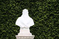 Staty föreställande Leonardo da Vinci i Chateau d'Amboise, Frankrike.