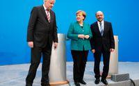 Kristdemokraten Angela Merkel och socialdemokraten Martin Schulz. Till vänster Merkels kristdemokratiske bundsförvant Horst Seehofer.