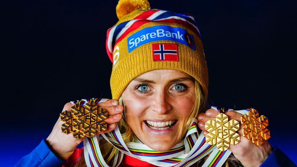Therese Johaug med sina fyra VM-guld i Oberstdorf förra säsongen. Arkivbild.