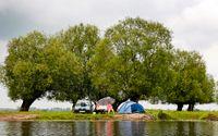 Längs floden Warta i nationalparken Ujscie är det fritt fram att tälta och fiska.