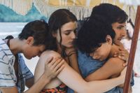 "Vicky Krieps, Thomasin McKenzie, Gael García Bernal och Luca Faustino Rodriguez i ""Old""."