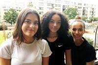 Kompisarna Ella Dienert, Clara Lindevall och Amina Abdullahi i Göteborg går sista året på högstadiet.
