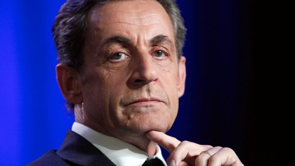 Nicolas Sarkozy siktar mot presidentvalet 2017 och vill nu döpa om sitt skandalomsusade parti UMP till Republikanerna.