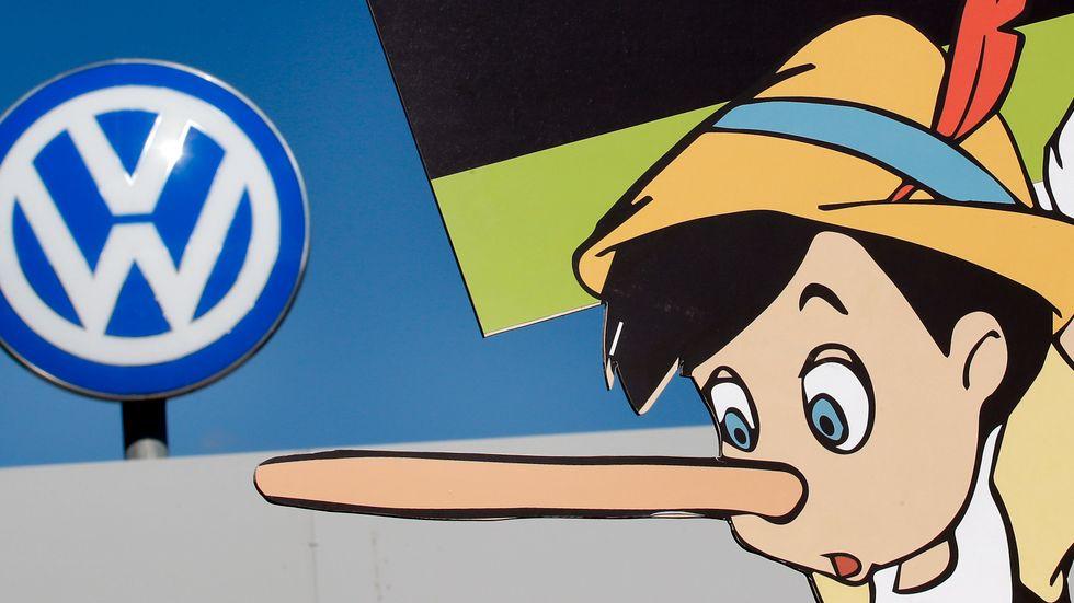 """En affisch gjord av Greenpeace under """"dieselgate"""" 2015 då Volkswagen ertappades med att ha fabricerat fakta om utsläppsmängder från deras dieselbilar."""