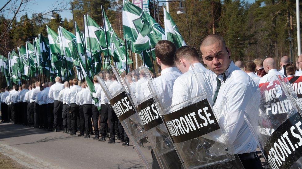 500 medlemmar ur nazistiska Nordiska motståndsrörelsen tågade genom Falun på 1 maj.