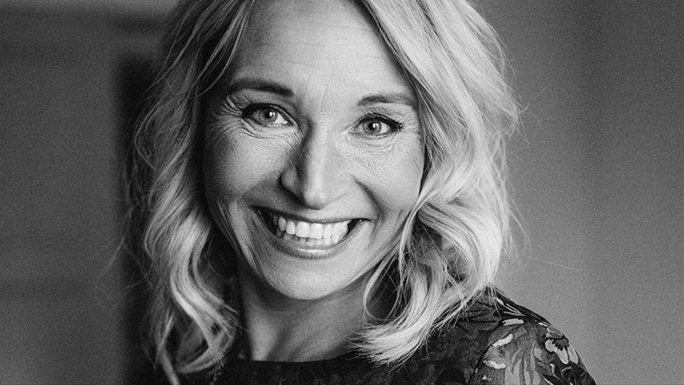 Martina Haag är författare och skådespelare.Just nu aktuell med en ny kokbok och långfilmen Dag för dag som har premiär i höst.